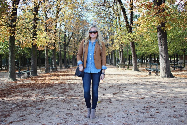 how to wear a chambray shirt with jeans outfit
