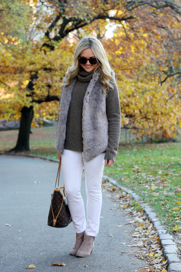 fall outfit with white jeans