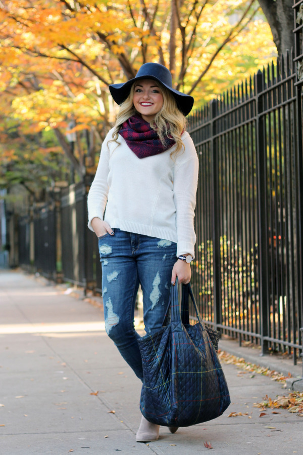 fall stylish travel outfit holiday