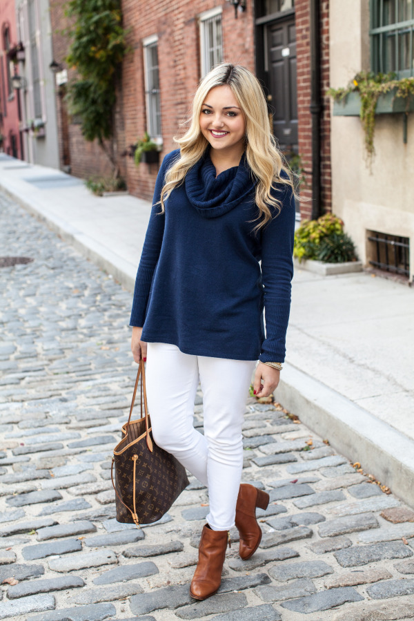 what to wear with white jeans in the fall outfit