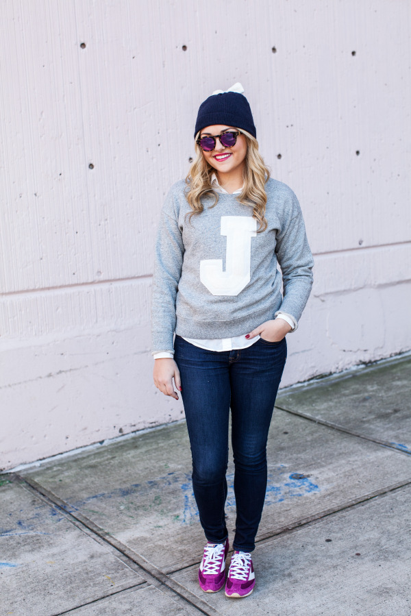 Casual Cute Outfit with Sweatshirt and Sneakers