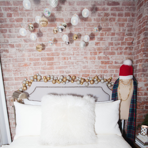 new-york-city-small-apartment-holiday-decor-ideas-tips