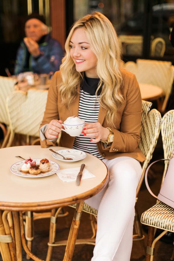 cute parisian cafe