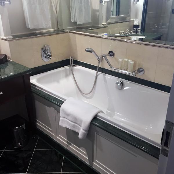 langham-london-bathtub