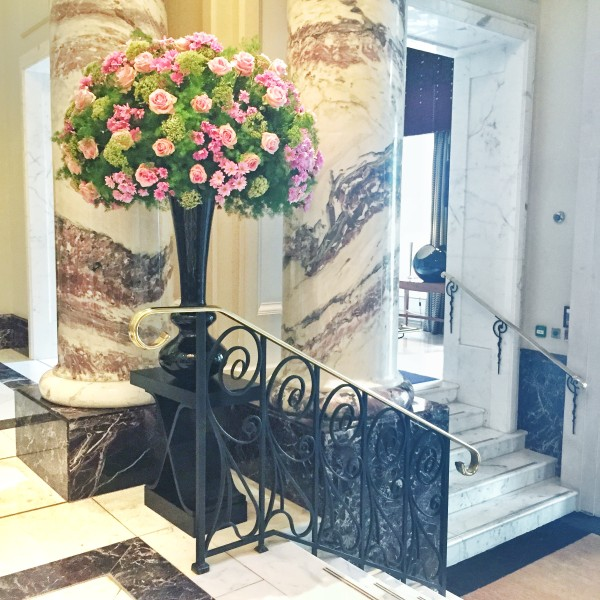 langham-london-lobby-fresh-flowers