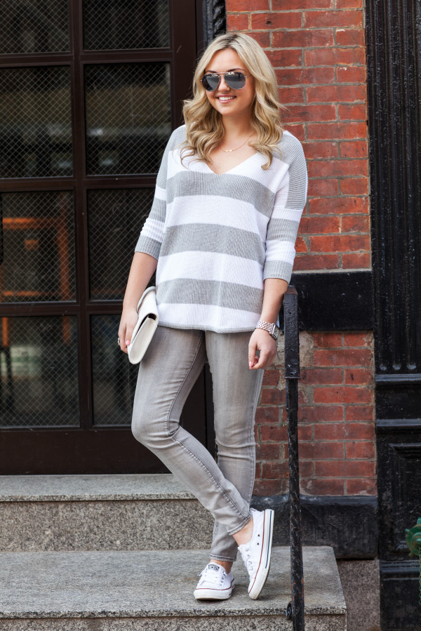 casual weekend outfit - oversized striped sweater, grey jeans, converse