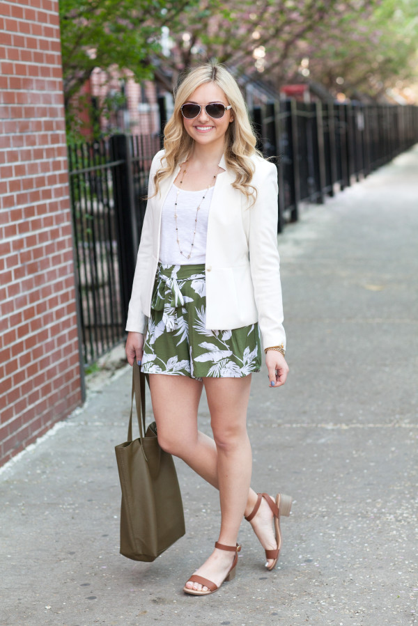 how to wear shorts to work outfit