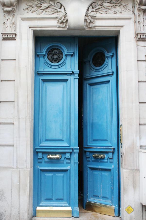 blue-door-in-paris-with-gold-saint-germain