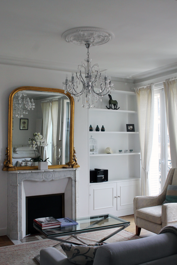 parisian-apartment-decor-gold-mirror-chandellier