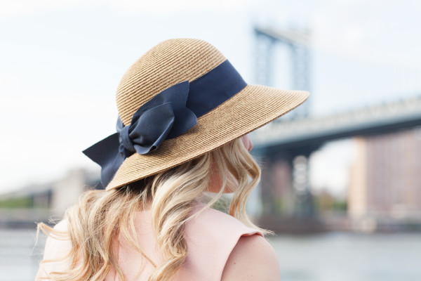 tuckernuck navy blue bow straw hat packable