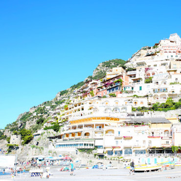 Bows & Sequins shares her travel guide with top places to eat, where to stay, and things to do on the Amalfi Coast of Italy