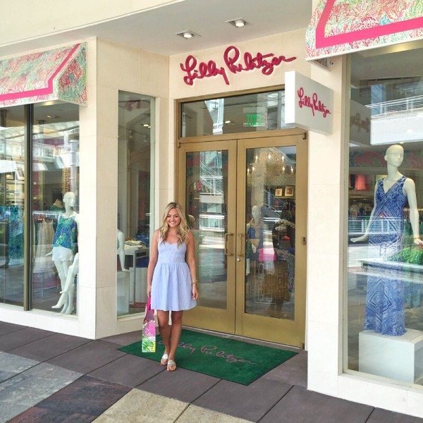 Bows & Sequins shopping at Lilly Pulitzer in Oakbrook Terrace mall in the Chicago suburbs!