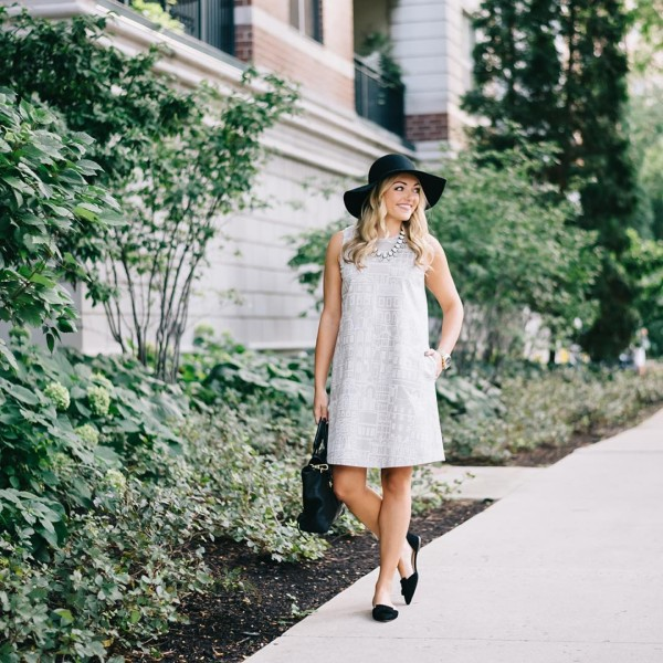 Sunday strolls around the neighborhood liketoknowit wwwliketkit1MsBA liketkit fall chicagohellip
