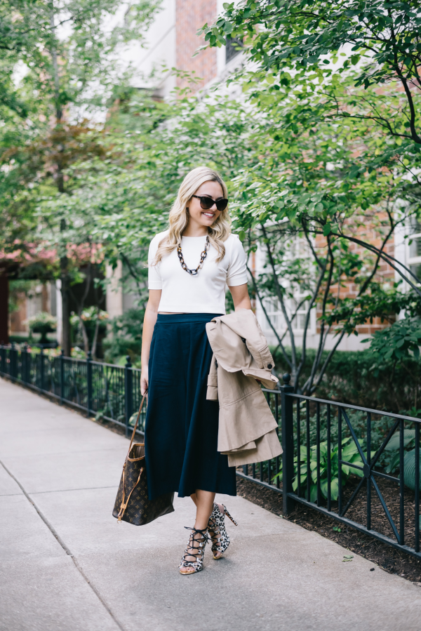 how-to-wear-a-crop-top-to-work-outfit