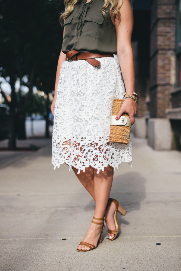 how to wear a white lace skirt in the fall