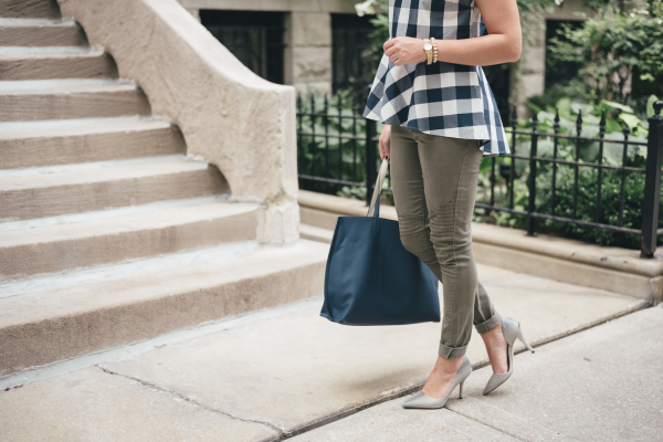 how-to-wear-navy-gingham-in-the-fall