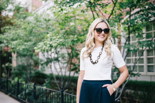 tortoise-link-necklace,-white-top,-navy-trousers