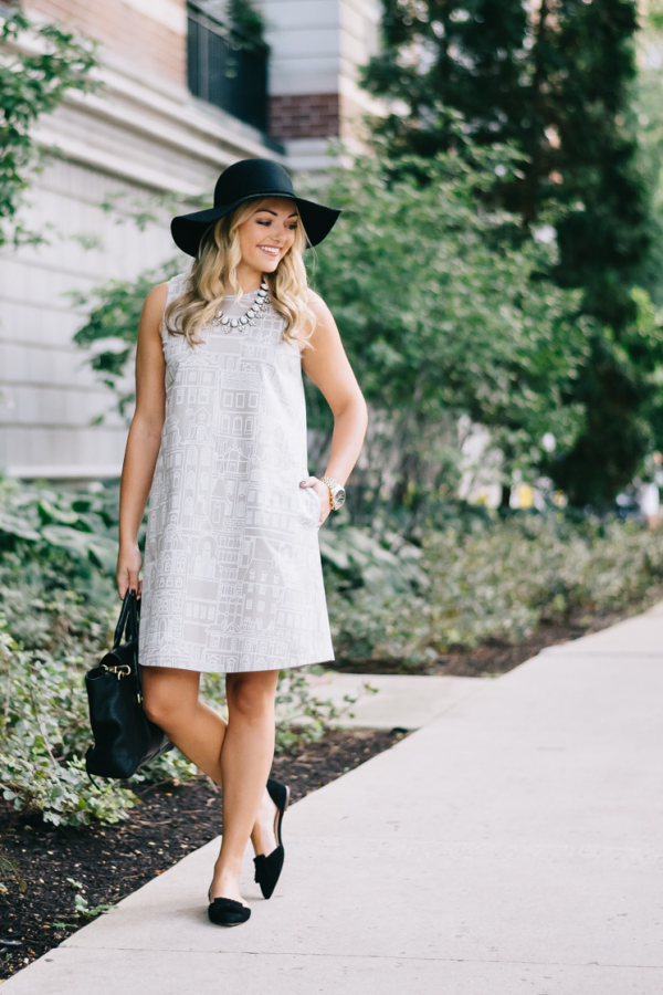 transition-summer-to-fall-outfit-swing-dress-with-black-hat-and-pointed-black-flats-v