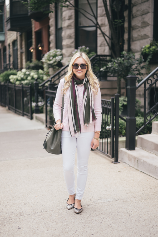wear-white-jeans-in-the-fall-outfit-blogger
