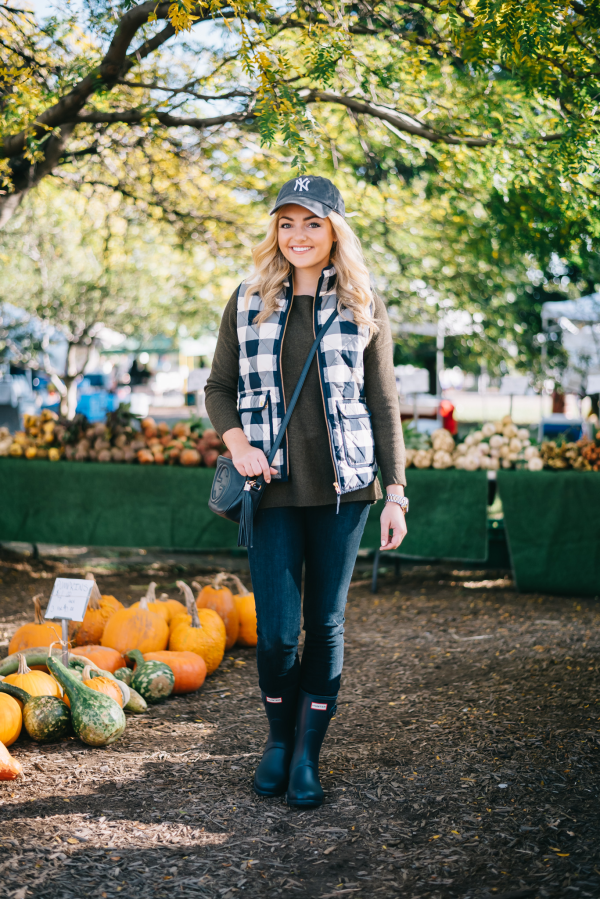 fall-outfit-farmers-market-pumpkin-patch-apple-picking