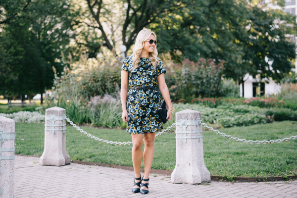 how-to-wear-floral-print-in-the-fall