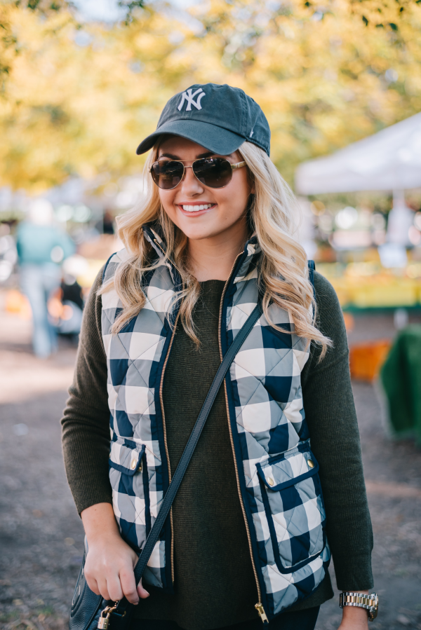 what-to-wear-with-a-baseball-hat-fall-outfit