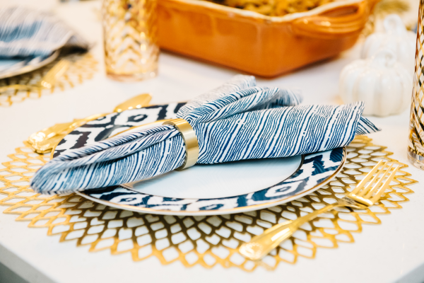 blue-and-white-place-setting-napkin-ring-dinner-place-placemat-gold-flatware