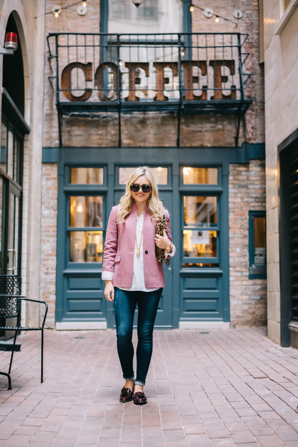 Fashion blogger Bows & Sequins styling a pink blazer and jeans in downtown Chicago.