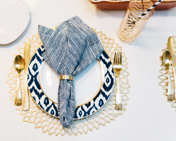 fall-place-setting-navy-blue-white-gold