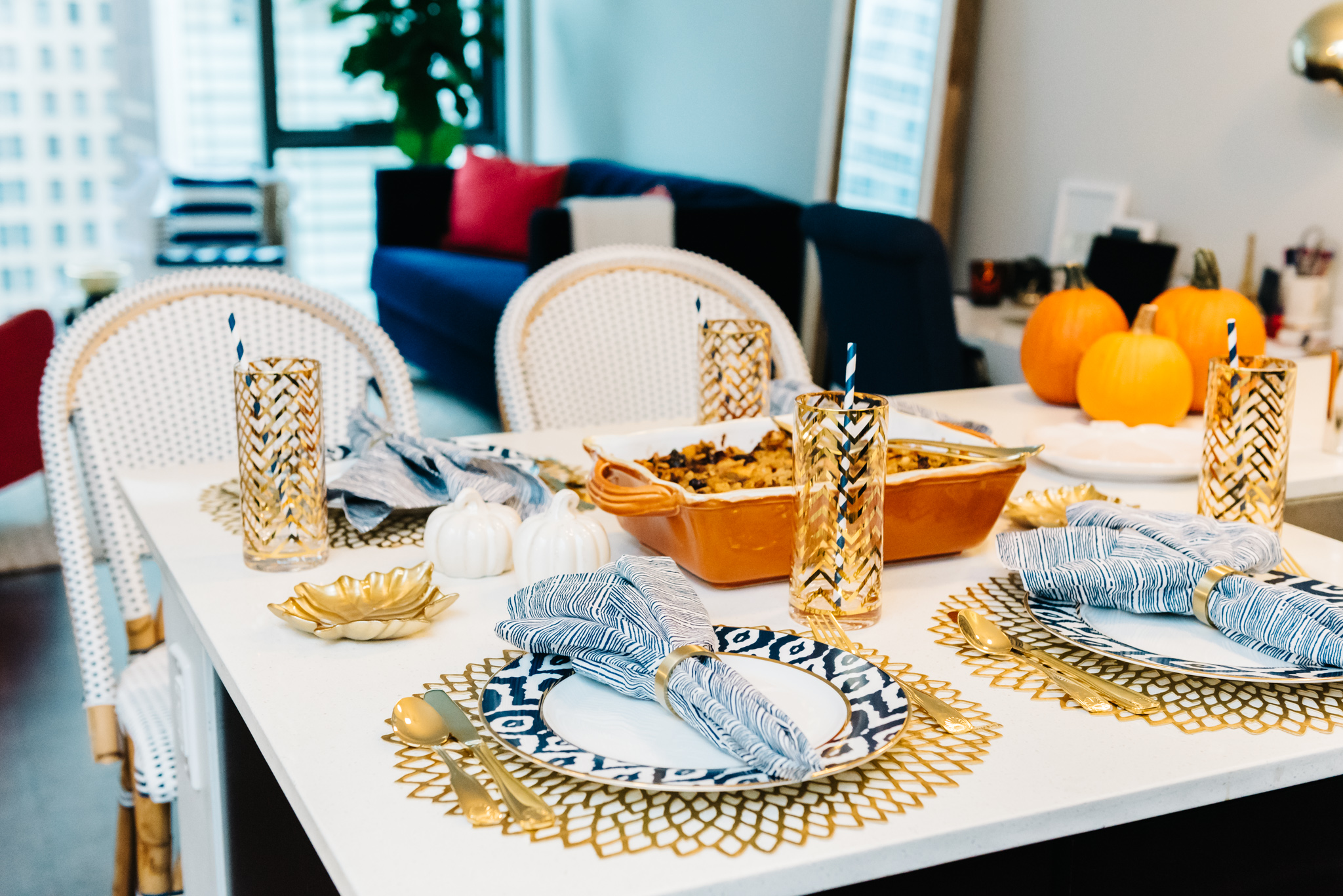 thanksgiving-table-set-up-place-settings-gold-blue-orange — bows ...