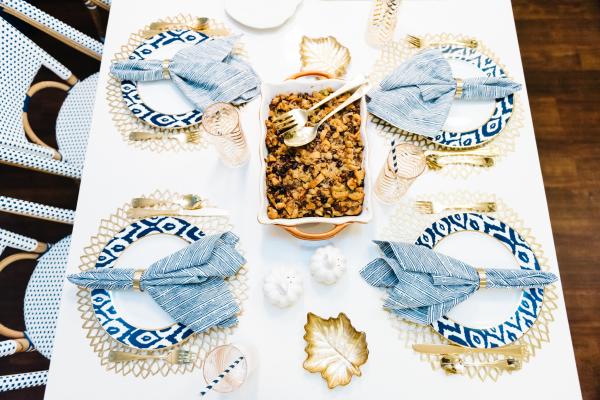 thanksgiving-table-setup-gold