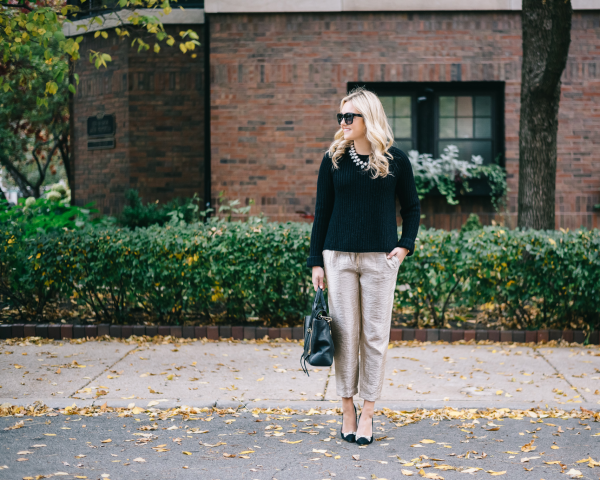 what-to-wear-with-gold-pants