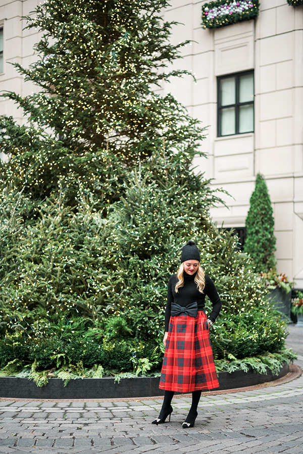 waldorf astoria christmas tree chicago holiday outfit plaid skirt