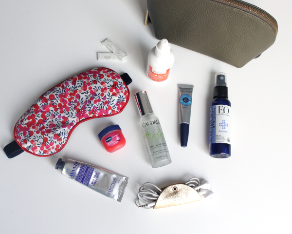 Bows & Sequins must-have travel items to pack in your carry-on hand luggage bag.