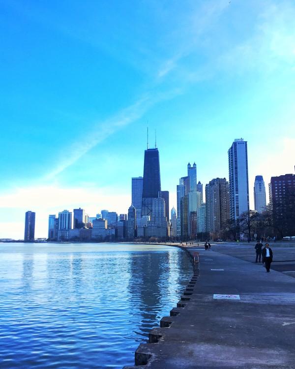 lakefront path chicago skyline lake michigan oak street beach