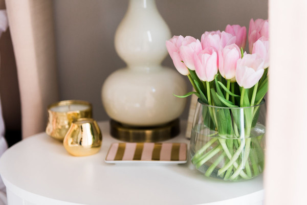 Blogger Jessica Sturdy of @bowsandsequins shares her Chicago Parisian-chic bedroom design. // Pink Tulips