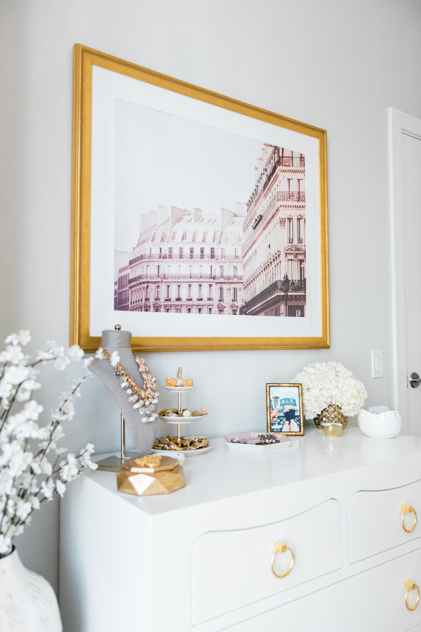 Blogger Jessica Sturdy of @bowsandsequins shares her Chicago Parisian-chic bedroom design. Parisian building print, gold frame, jewelry display.