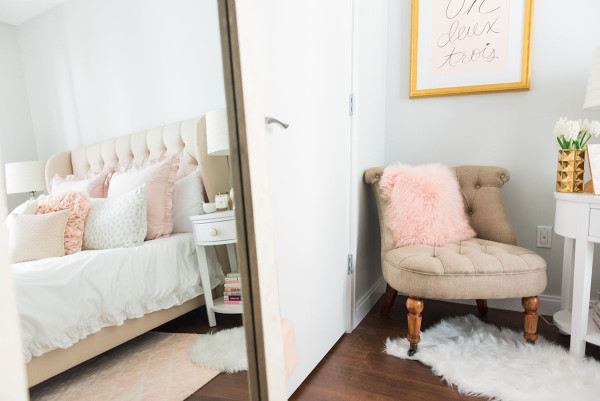 parisian bedroom. Blogger Jessica Sturdy of  bowsandsequins shares her Chicago Parisian chic bedroom design My Bedroom Chic Blush Pink bows sequins