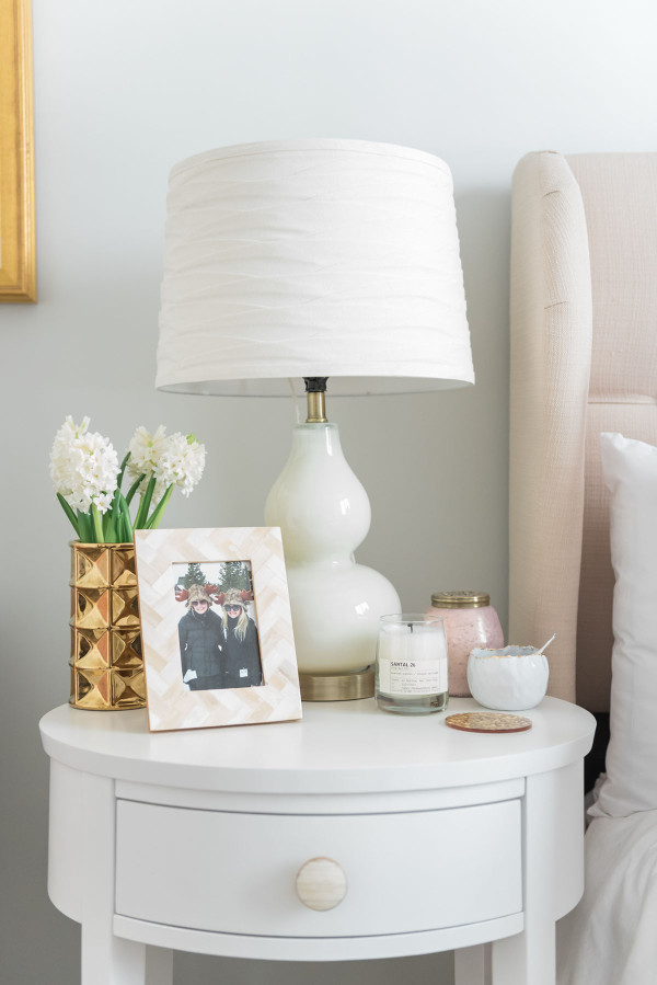 Blogger Jessica Sturdy of @bowsandsequins shares her Chicago Parisian-chic bedroom design. // Target Gourd Lamp
