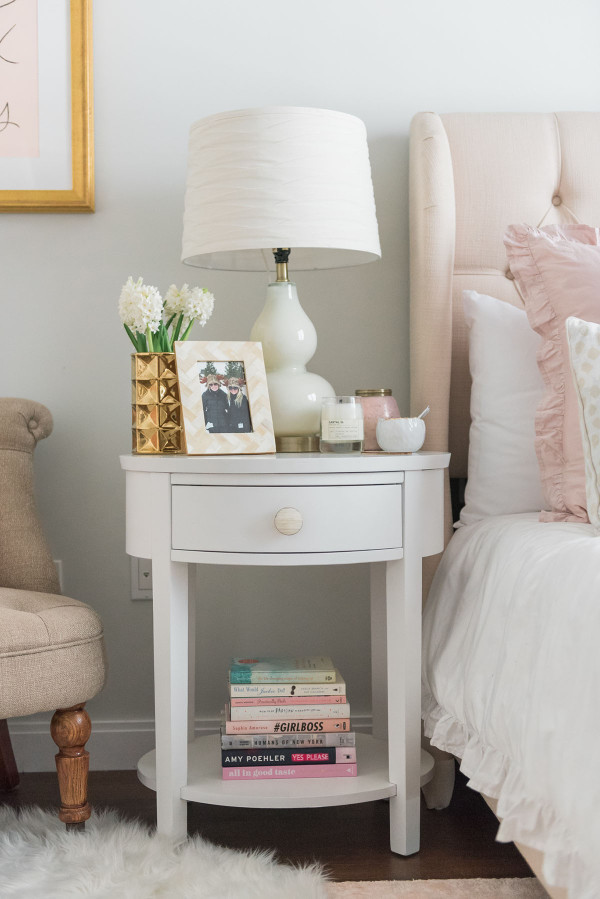 Blogger Jessica Sturdy of @bowsandsequins shares her Chicago Parisian-chic bedroom design. // Blush Pink and White with touches of Gold