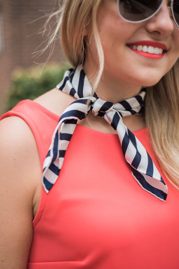how to wear a neck scarf