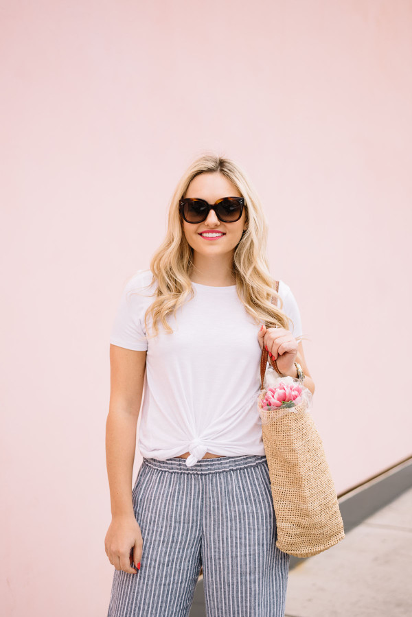 simple weekend outfit white tee shirt