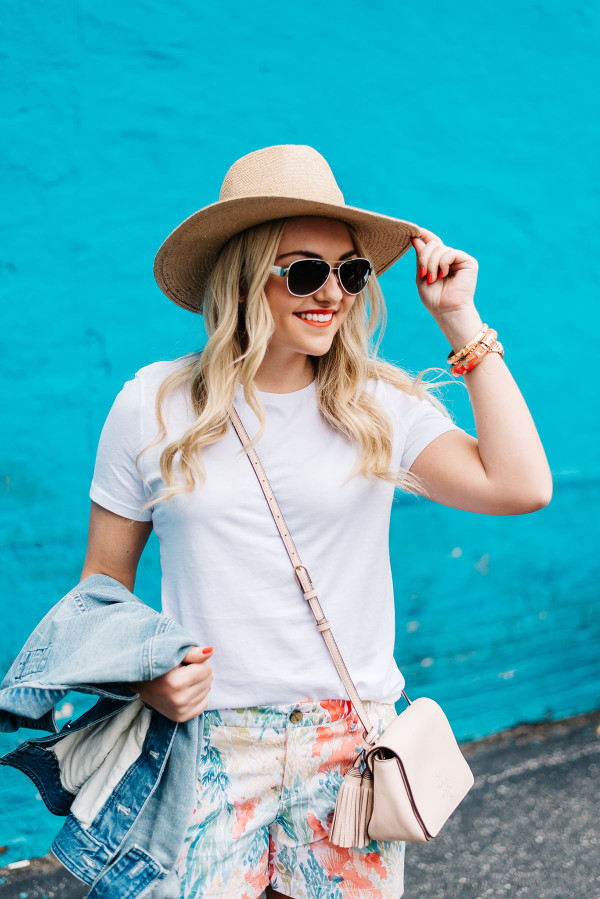 summer hat outfit ideas, white tee shirt, denim jacket, blush pink crossbody bag, colorful bangles