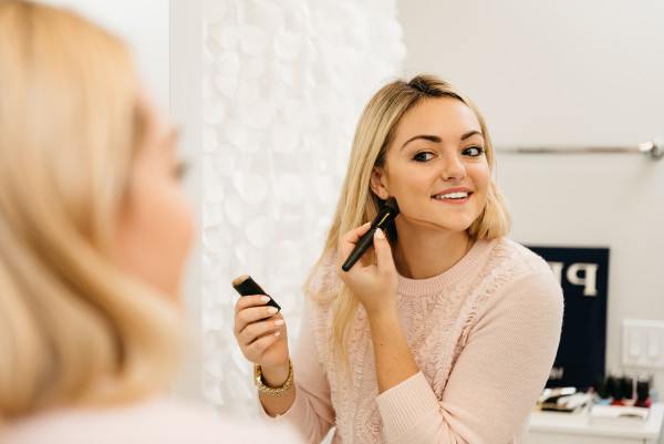 Bows & Sequins gives a contouring tutorial with the Physicians Formula 3-in-1 Contour Stick. Contouring made easy!
