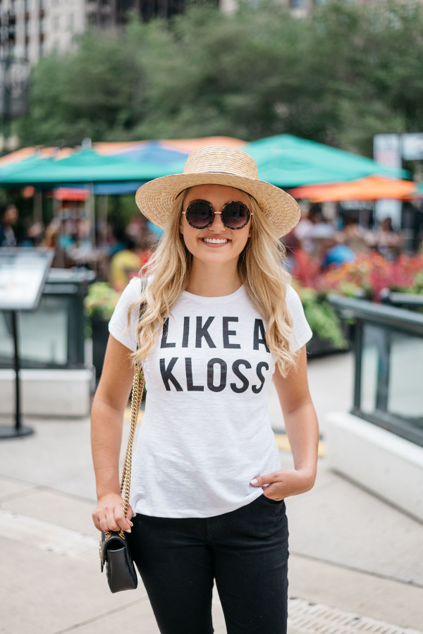 Chicago Blogger Jessica Sturdy of Bows & Sequins styling Karlie Kloss' t-shirt for Express... Like a Kloss!