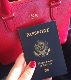 Travel blogger Jessica Sturdy of @bowsandsequins shares tips and advice for traveling alone!
