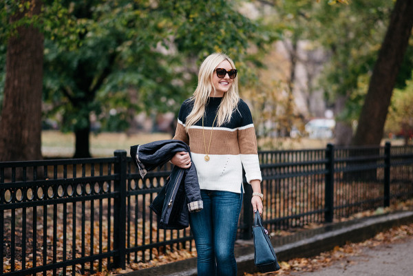 Chicago blogger Bows & Sequins styling a casual fall outfit for Thanksgiving.