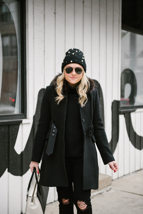 all-black-winter-outfit-coat-beanie