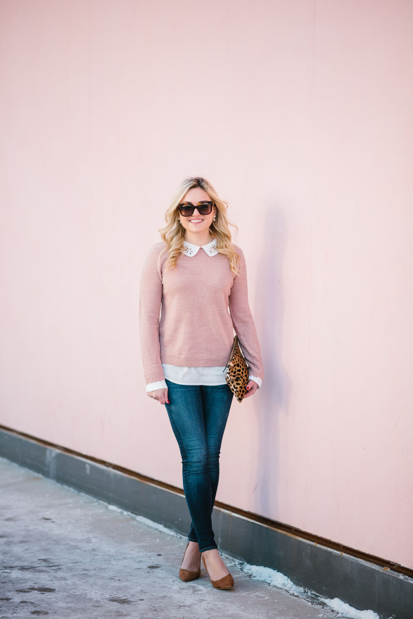 Bows & Sequins styling a blush pink sweater with skinny jeans, suede pumps, and a leopard clutch.