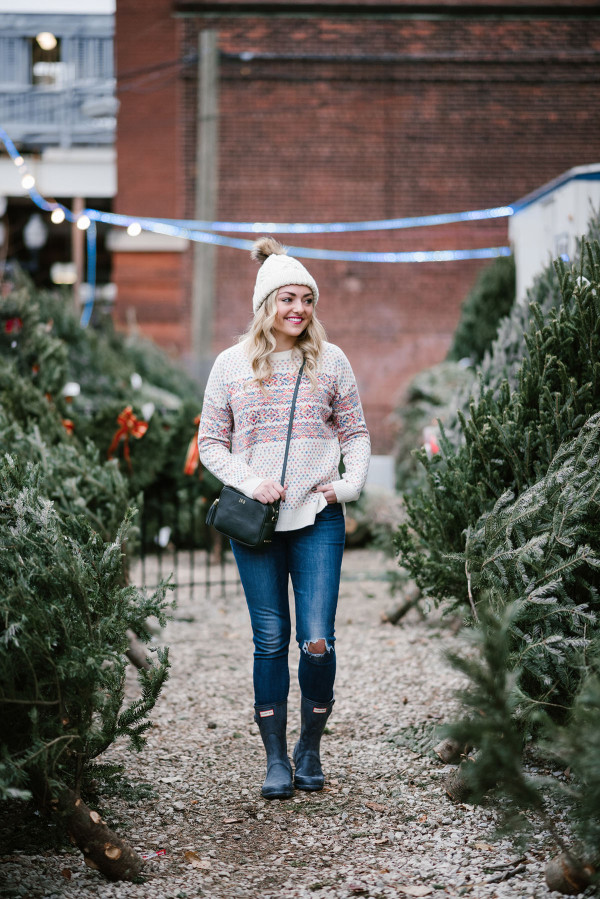 Bows & Sequins wearing a colorful J.Crew fairisle sweater, Hunter boots, and a cable-knit beanie to pick out a Christmas tree in Chicago.